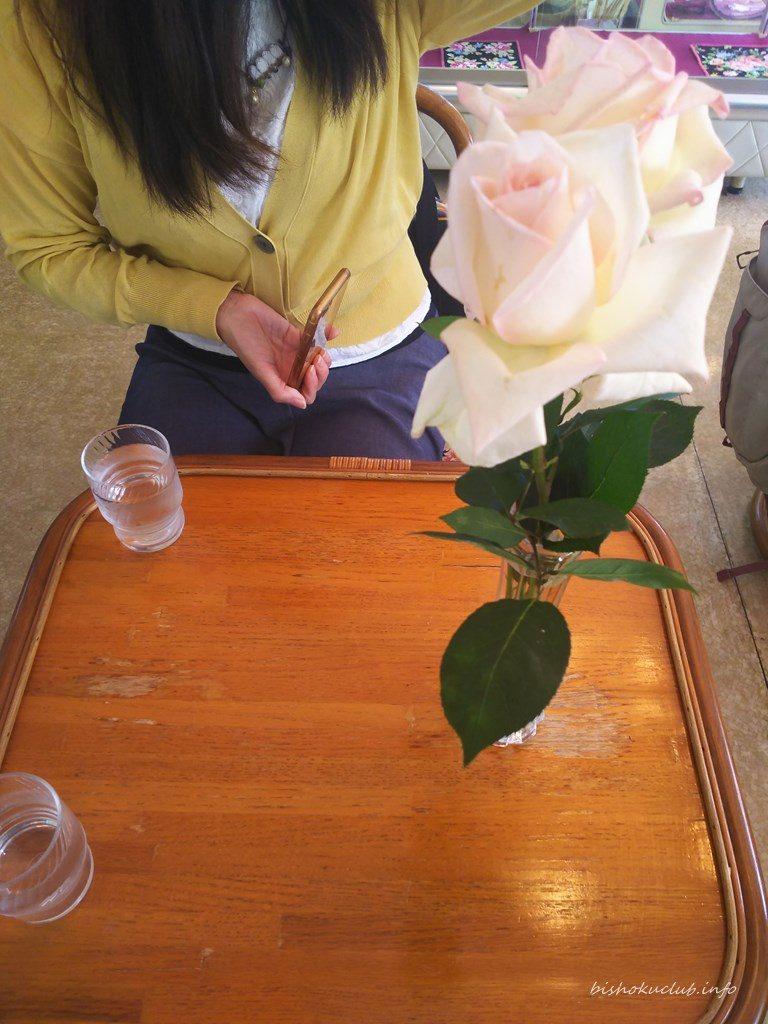 ラビアンローズのテーブル