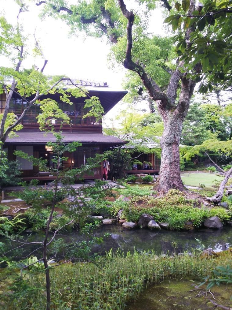 『無鄰菴』の庭園カフェのある建物