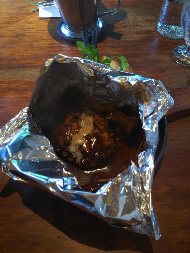 キャピタル東洋亭の百年洋食ハンバーグステーキの中身