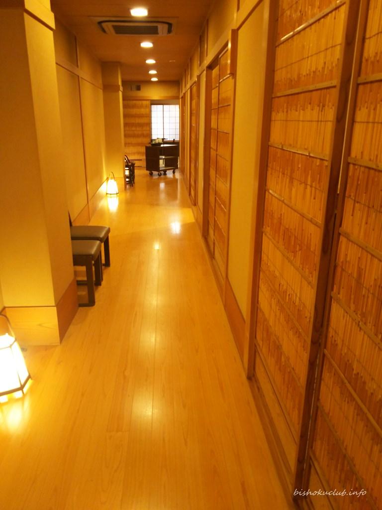 『モリタ屋四条猪熊本店』の個室までの廊下