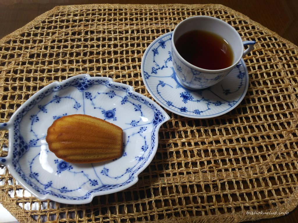 村上開新堂のマドレーヌと紅茶