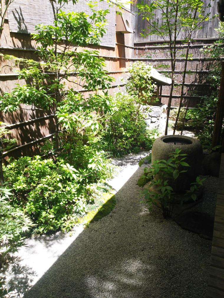 村上開新堂の庭