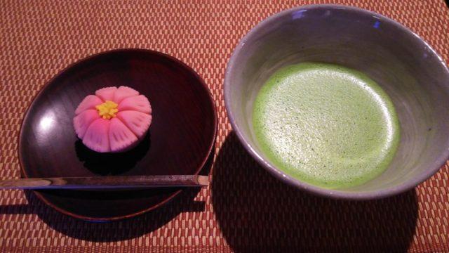 秋桜と抹茶