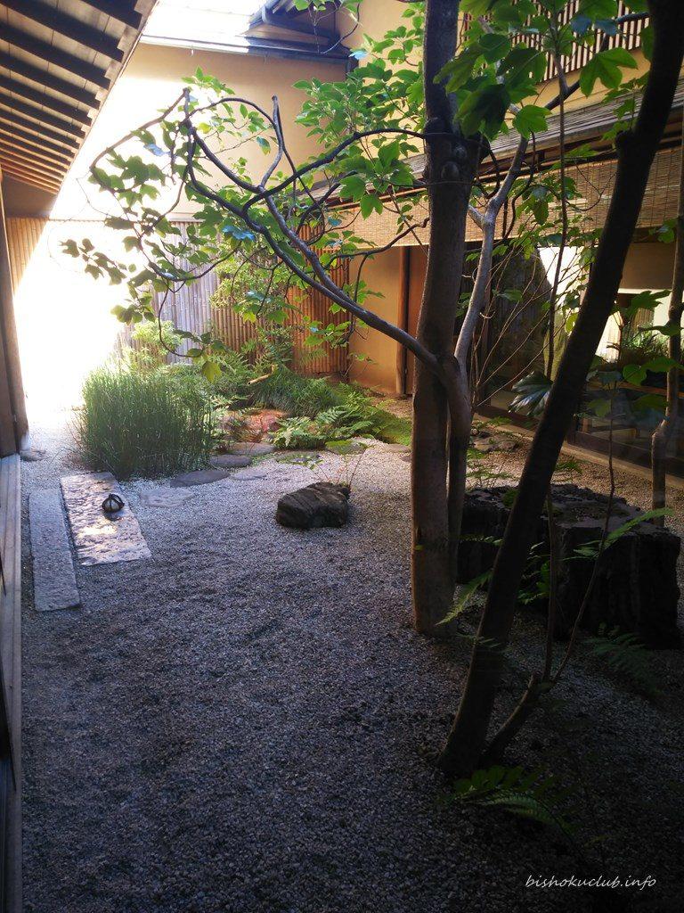 鶴屋吉信の坪庭