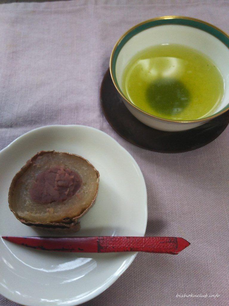 笹屋伊織のどら焼きと煎茶