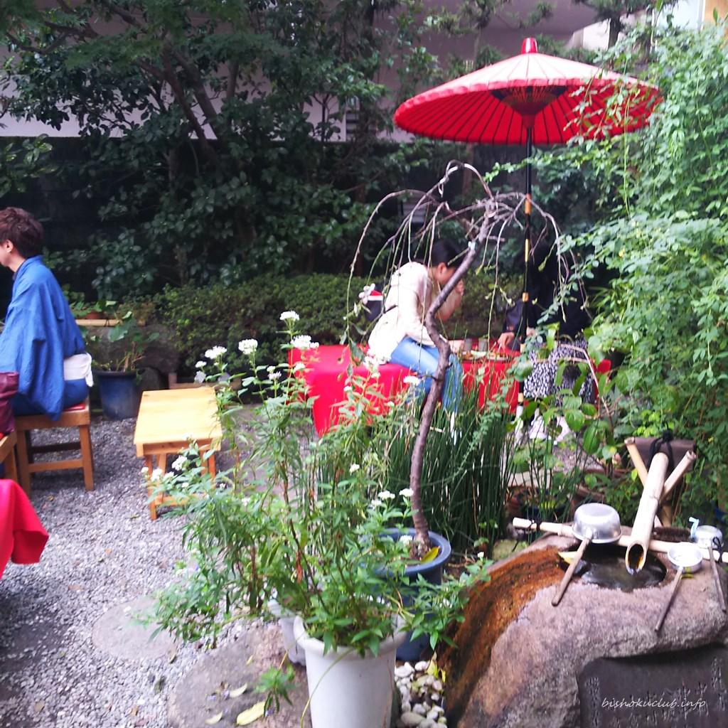 加茂みたらし茶屋の庭席