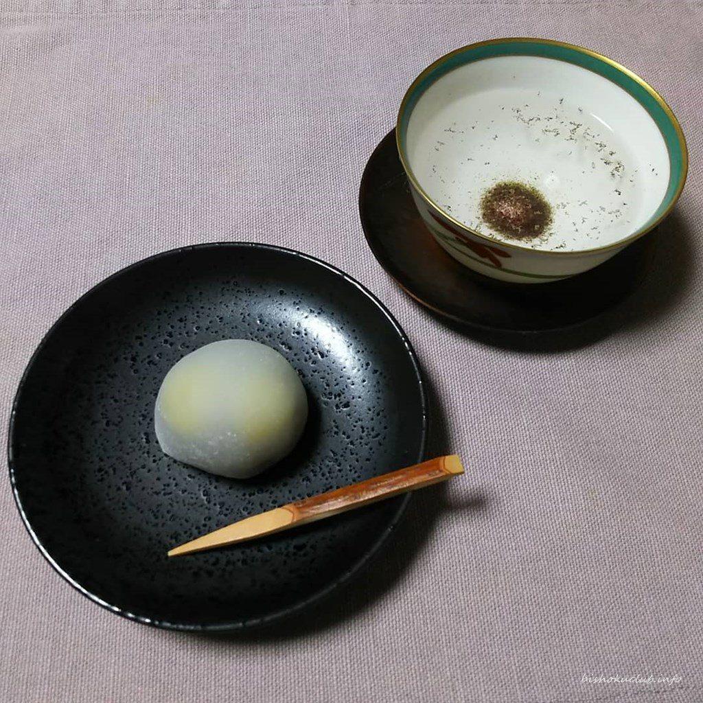老松 嵐山店の銀杏餅と原了郭の御香煎
