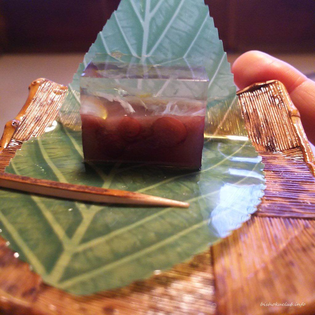 畑かくの和菓子の側面
