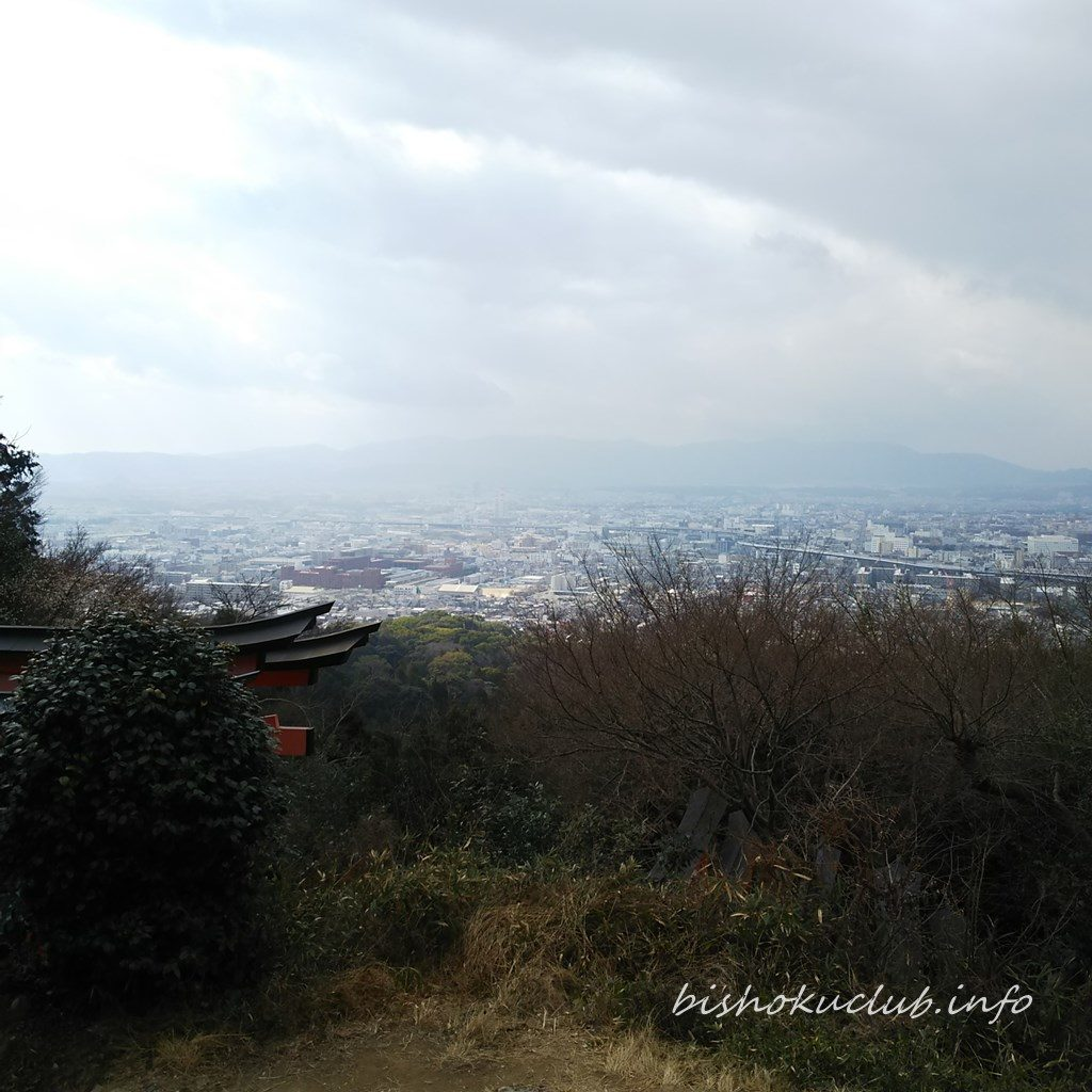 伏見稲荷大社の四ッ辻からの眺め