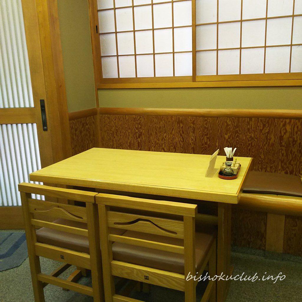 かね正のテーブル席