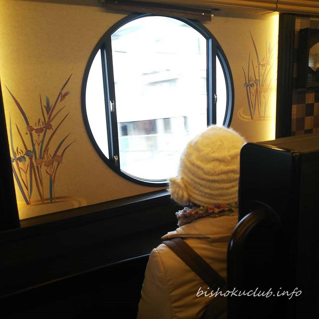 京とれいん 雅洛の窓向き席